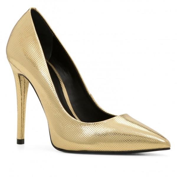 Сколько нужно пар обуви женщине для счастья?